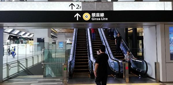 渋谷駅スクランブルスクエア東のエスカレーター
