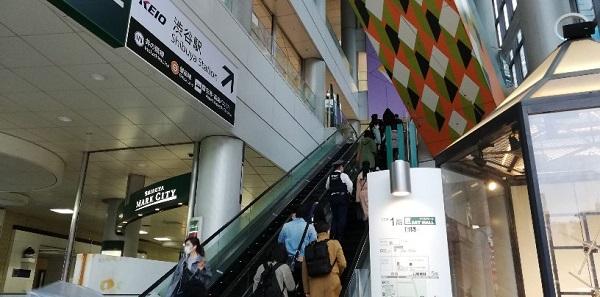 渋谷マークシティのエスカレーター