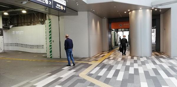 渋谷駅銀座線スクランブルスクエア改札前
