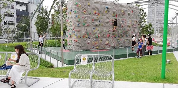 渋谷宮下公園のボルダリング用の施設